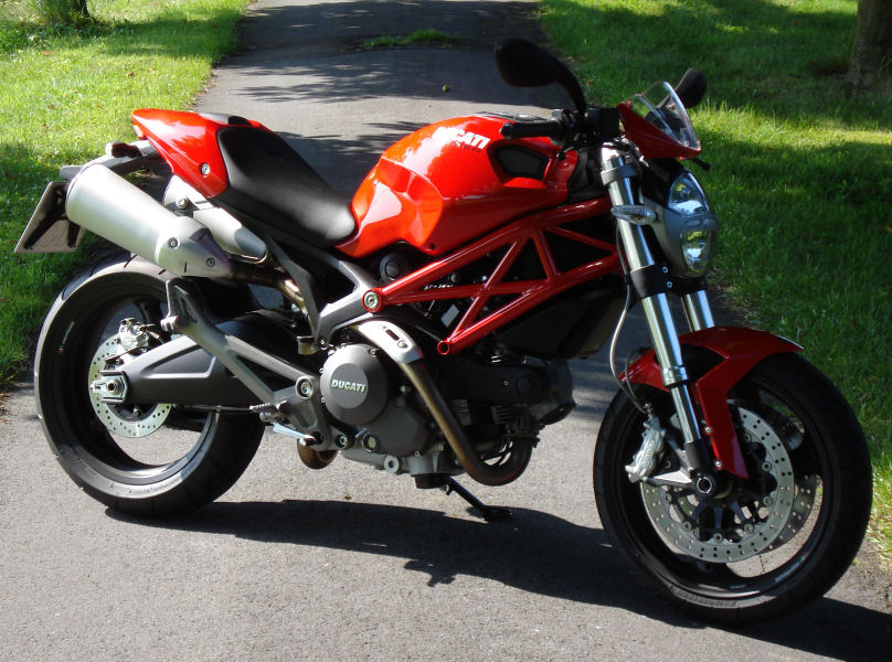DUCATI Monster 696+ (c) Kay 2008-2009.
